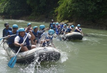 Rafting on Elo River