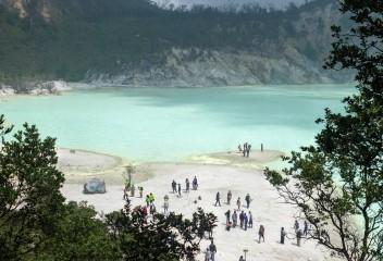 Camp at Volcano