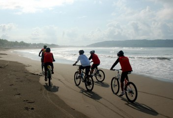 Sepeda Tour di Pangandaran