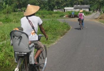 Bersepeda di Sekitar Prambanan