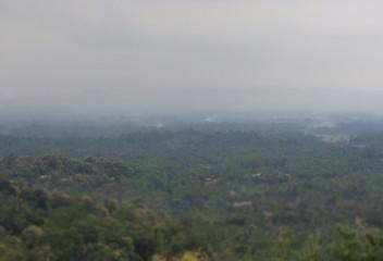 Matahari Terbit di Bukit Setumbuh Borobudur