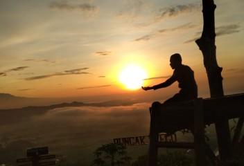 Tour Yogyakarta Sehari ke Puncak Kleco